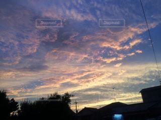 夕暮れ時の都市の景色の写真・画像素材[1455721]