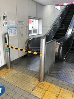 駅のエスカレーター封鎖の写真・画像素材[1328333]