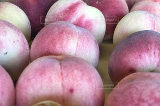桃 果実の山の写真・画像素材[1326224]