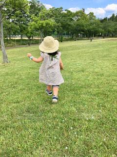 公園でしゃぼん玉の写真・画像素材[1328422]