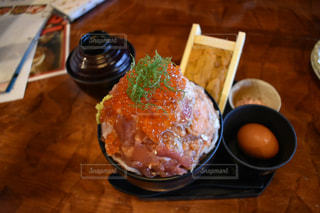 山盛り海鮮丼の写真・画像素材[1584461]