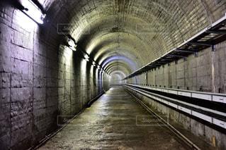 発電所へ通じる道の写真・画像素材[1361642]