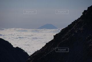 雲海の先に富士山の写真・画像素材[1806419]