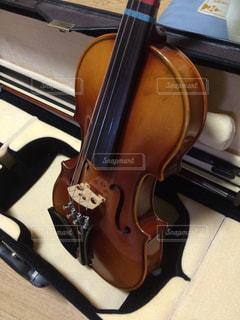 近くの楽器のアップの写真・画像素材[1329978]