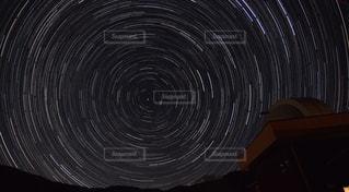 天文台とぐるぐる星景写真の写真・画像素材[1329082]