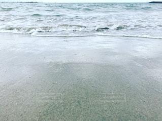 海の横にあるビーチの写真・画像素材[1329529]