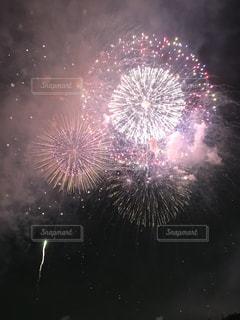空に花火の写真・画像素材[1401667]