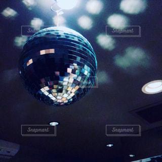 回るミラーボールの写真・画像素材[1332868]