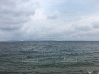 夏のビーチからの海と空の写真・画像素材[1332109]