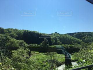 山に埋もれる鉄道の写真・画像素材[1332386]