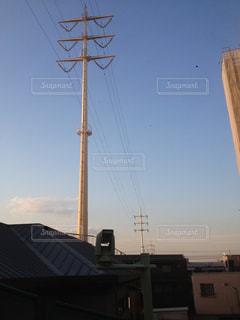 電柱の突き刺さる住宅地の写真・画像素材[1343424]