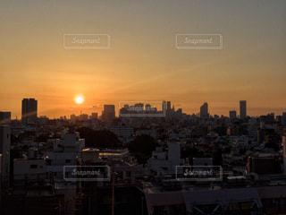 夕暮れ時の都市の景色の写真・画像素材[934085]