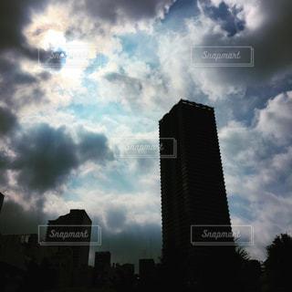 曇り空と高層ビルの写真・画像素材[935032]