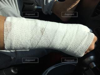 右手負傷の写真・画像素材[1354656]