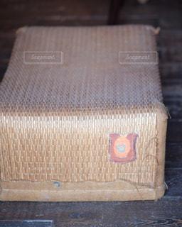 アンティークの柳行李の写真・画像素材[1364628]