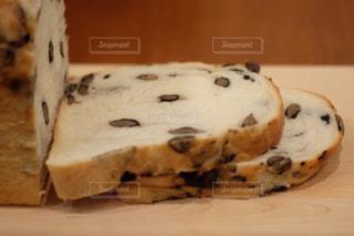 黒豆入の食パンの写真・画像素材[1744040]