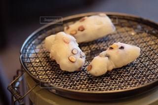 ストーブで焼くお餅の写真・画像素材[2806552]