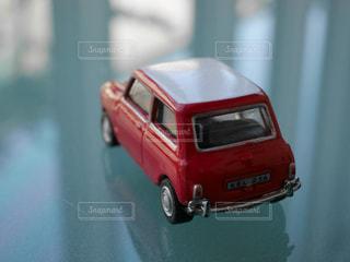 赤いミニカーの写真・画像素材[1331991]