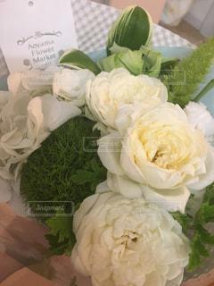 白い花の花束の写真・画像素材[1333622]