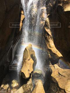 滝に虹の写真・画像素材[1333923]