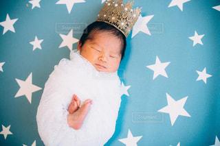 男の子の赤ん坊の写真・画像素材[1333344]