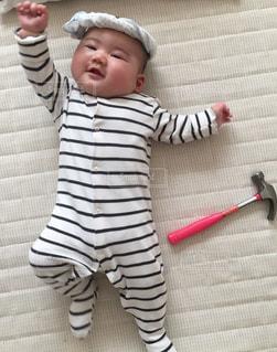 小さな子供は歯ブラシを保持します。の写真・画像素材[1333592]