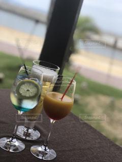 海辺でカクテルの写真・画像素材[1480791]