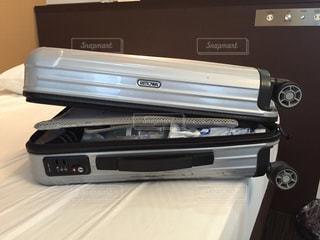 出張で荷物増えるの写真・画像素材[1334323]