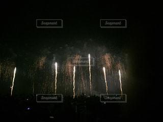 夜空に花火の写真・画像素材[1334331]