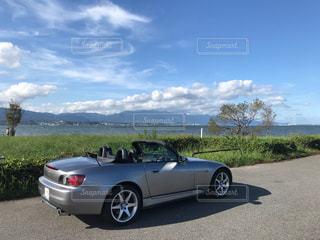 琵琶湖とオープンカーの写真・画像素材[1473966]