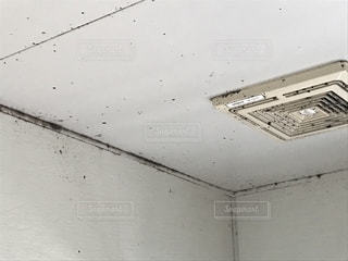 カビが生えた浴室の壁の写真・画像素材[1857627]