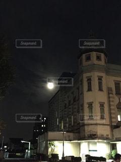 建物は夜ライトアップの写真・画像素材[1396916]