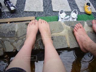 足湯と男女の足の写真・画像素材[1367154]