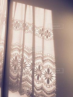 レースのカーテンの影の写真・画像素材[1395943]