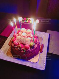 キャンドルとバースデー ケーキの写真・画像素材[1430433]