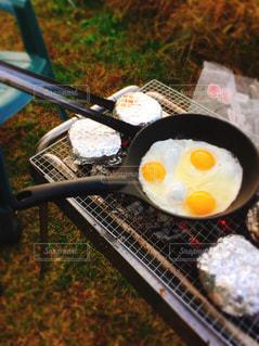 キャンプの朝ごはんの写真・画像素材[1611454]