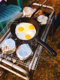 キャンプの朝ごはんの写真・画像素材[1611455]