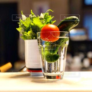 花の代わりに生け野菜の写真・画像素材[1331989]