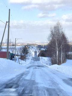 雪に覆われた斜面の写真・画像素材[1339313]