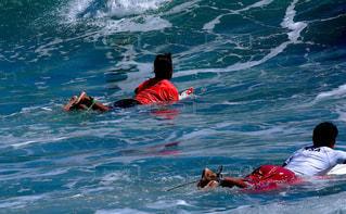 海でサーフィンを楽しむ🏄♂️の写真・画像素材[1457597]