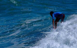 サーファーと波の写真・画像素材[1459719]