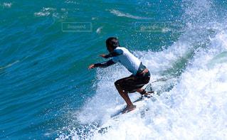 波とサファーの写真・画像素材[1459821]