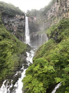 雨の華厳ノ滝の写真・画像素材[1388720]