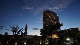 ヒルトンシーホークホテルと夜景の写真・画像素材[1335416]
