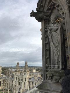 教会の尖塔から見たオックスフォードの街並みの写真・画像素材[1346316]