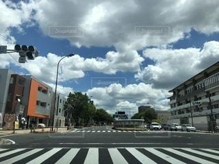 青空と道路の写真・画像素材[1373232]