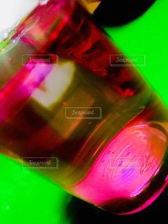 赤い液体の写真・画像素材[1347301]