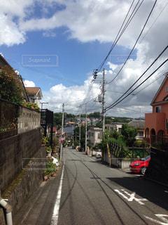 夏の日の坂道の写真・画像素材[1341568]
