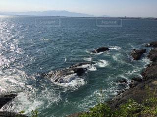 輝く波の江ノ島の写真・画像素材[2151466]