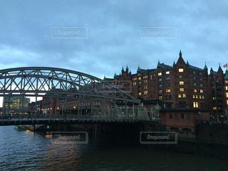 運河にかかる大きな橋の写真・画像素材[1341007]